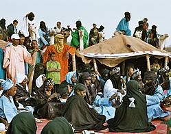 Traditionel tuaregmusik er bygget op om sang, enkelte trommer og strengeinstrumenter.