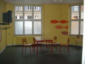 Der var kun få møbler i stuerne, før kunstnerne gik i gang med indretningen