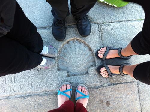 Endelig fremme ved 0-stenen ved katedralen i Santiago