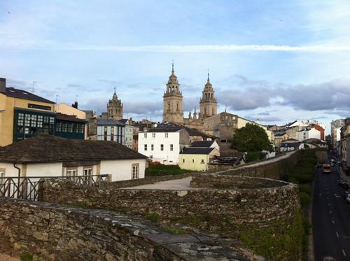 Katedralen set fra bymuren i Lugo