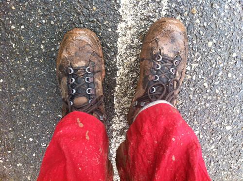 Mudrede gennemblødte støvler